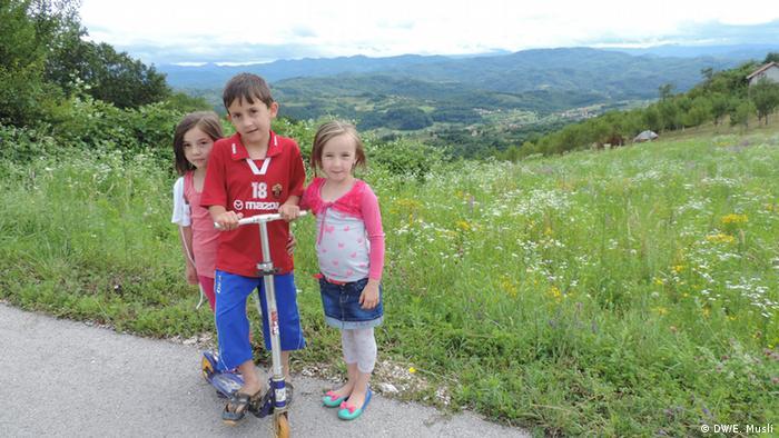 Lejla, Mirza i Melisa iz Glogove u Bosni i Hercegovini
