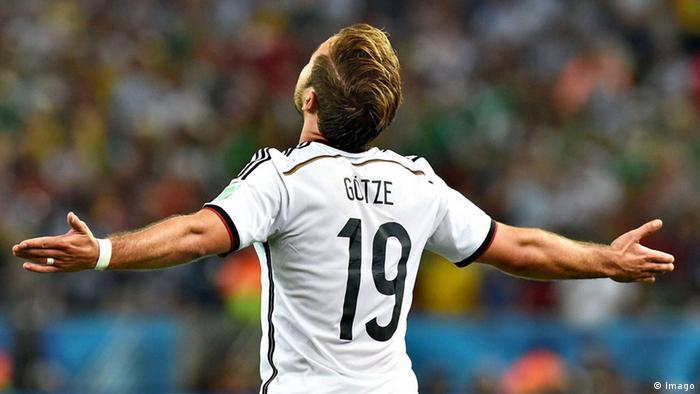 Mario Götze celebra seu gol, no segundo tempo da prorrogação no Maracanã, que deu o quarto título mundial à Alemanha
