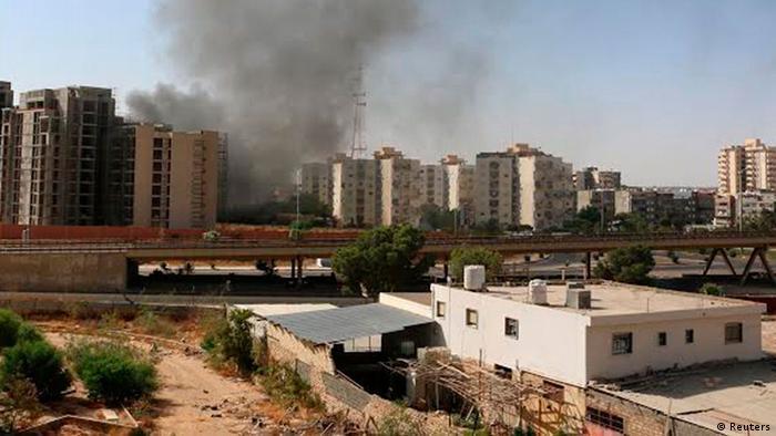 Rauch über Libyens Hauptstadt Tripolis (Foto: Reuters)
