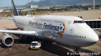 Самолет Lufthansa, переименовавшей себя по случаю победы на ЧМ-2014 в Fanhansa