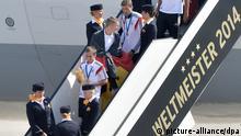 Weltmeister Feier Berlin 15.07.2014 Philipp Lahm mit dem WM-Pokal