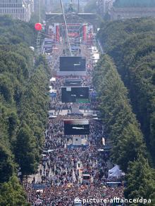 15 июля сборную Германии чествовали в фан-зоне в Берлине около полумиллиона человек