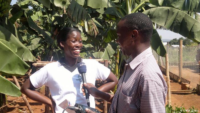 Emma Naluyima beiong interviewed by a DW reporter
