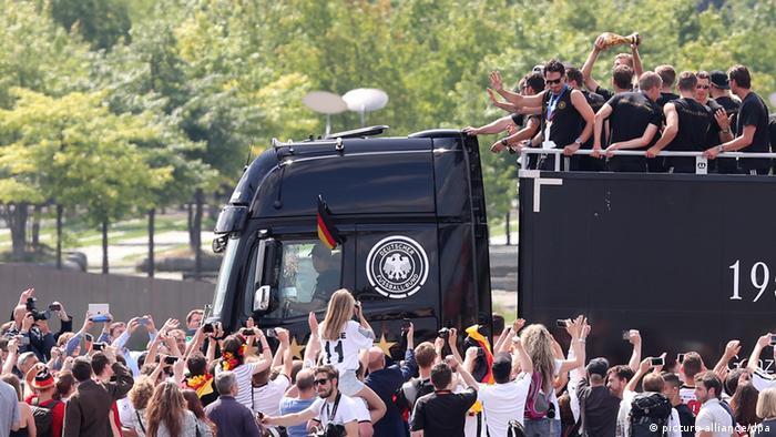 Weltmeister Feier Berlin 15.07.2014 Bus