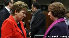 epa03562512 EU commissioner for International Cooperation, Humanitarian Aid and Crisis Response Kristalina Georgieva (L) chats with European Union High Representative for Foreign Affairs Catherine Ashton (R) at the start of an EU Foreign Affairs Council meeting at the EU headquarters, in Brussels, Belgium, 31 January 2013. The session of the Council discussed the Arab Spring and the situation in Mali. EPA/JULIEN WARNAND +++(c) dpa - Bildfunk+++