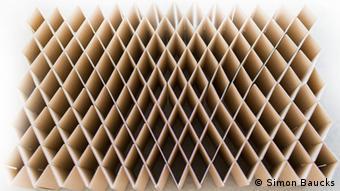 Faltbares Pappbett von Room in a box in der Draufsicht (Foto: Simon Baucks)