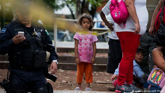 Fast 500 Kinder aus mexikanischem Internat befreit 16.7.2014 Familienangeghörige