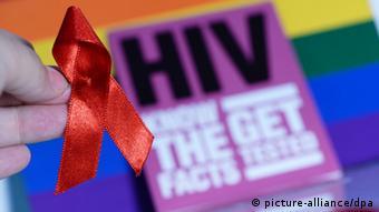 El Día Mundial del SIDA se celebra en diciembre.