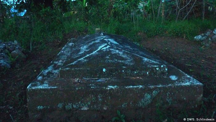 Gräber der ersten Toten (Foto: Simone Schlindwein)