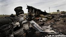 (140718) -- DONETSK, July 18, 2014 (Xinhua) -- Photo taken on July 18, 2014 shows the debris at the crash site of MH17 of Malaysian Airlines near the city of Shakhtarsk in Ukraine s Donetsk region. Malaysian Transport Minister Liow Tiong Lai said Friday that according to the International Civil Aviation Organization s Annex 13, the Ukrainian government should institute an investigation into the circumstances of the deadly MH17 incident, and be responsible for the conduct of the investigation. (Xinhua/Alexander Ermochenko)(zhf) UKRAINE-DONETSK-MH17-CRASH-DEBRIS PUBLICATIONxNOTxINxCHN