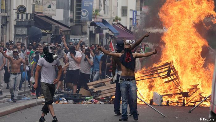 Gloata la lucru, la Paris, la 19 iulie
