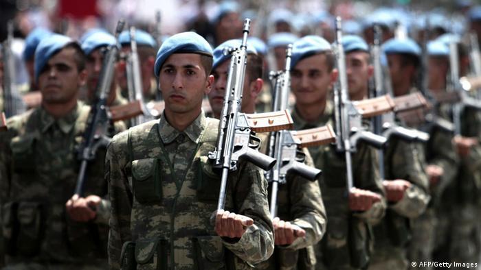Zypern Nordzypern Parade Soldaten 40 jahre Einmarsch Türkei 20.07.2014 (AFP/Getty Images)