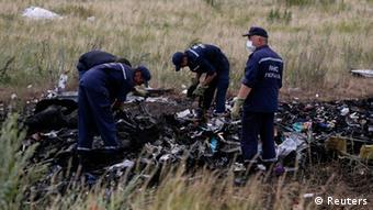 Bergung der Leichen und Wrackteilen in der Ostukraine (Foto: REUTERS/Maxim Zmeyev)