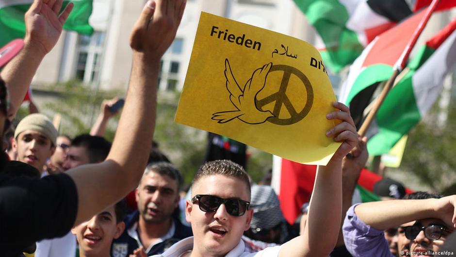 رجل يضرم النار في جسده أمام السفارة الإسرائيلية في برلين | DW | 22.07.2014