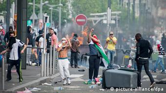 French youths protesting against Israel clash with police in Paris (Photo: Benjamin Girette / IP3)