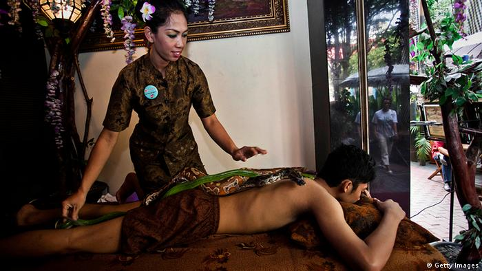 Bildergalerie Massage in Indonesien Schlange