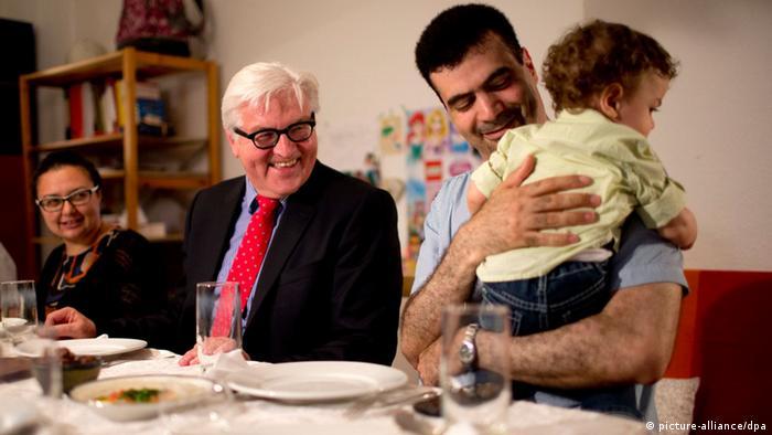 Aussenminister Steinmeier mit syrischen Flüchtlingen Fastenbrechen 21. Juli