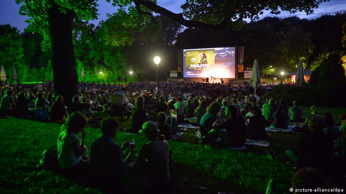 Outdoor cinema (picture-alliance/dpa)
