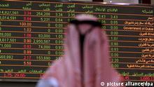 ©Romeo Sonza/MILAGROPRESS/MAXPPP - Dubai UAE 19/01/2010 ; ©Romeo Sonza/MilagroPress/Dubai, UAE, 19/01/2010. An Emirati trader monitors the stock indicators at the Financial Market in Dubai, January 19, 2010.