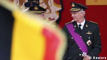 Belgium's King Philippe watches the traditional military parade in front of the Royal Palace in Brussels July 21, 2014. Belgium celebrates its National Day on Monday. REUTERS/Francois Lenoir (BELGIUM - Tags: POLITICS ROYALS ENTERTAINMENT MILITARY) (eingestellt von qu)