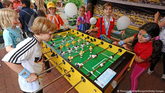 Symbolbild Tischkicker (Thomas Starke/Bongarts/Getty Images)