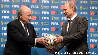 Зепп Блаттер после ЧМ-2014 года в Бразилии передает эстафету чемпионата мира Владимиру Путину