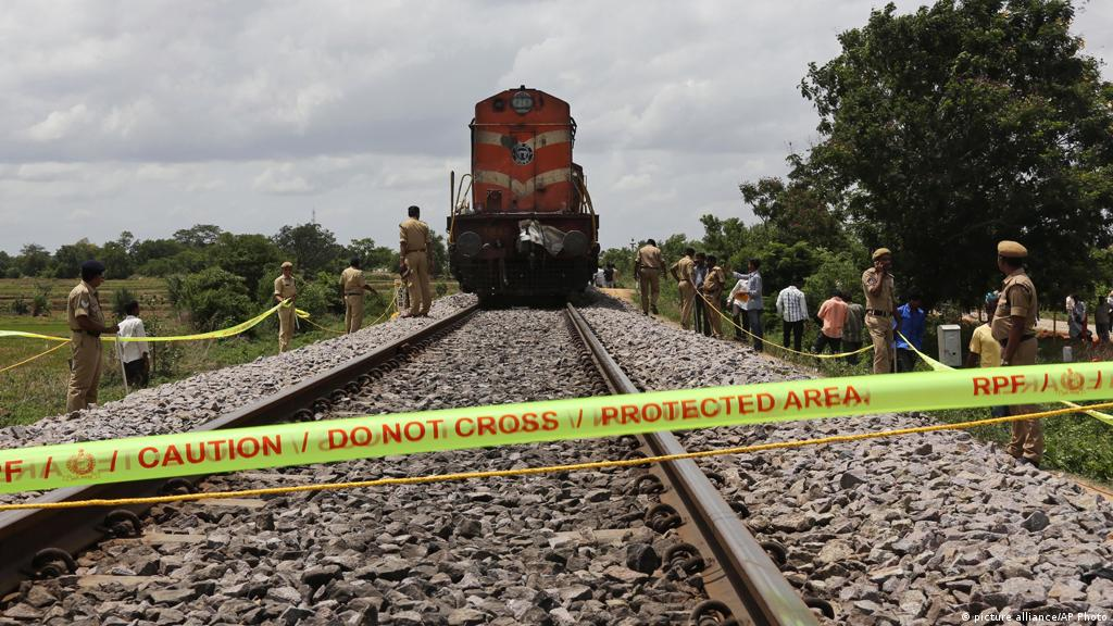 Children Killed In School Bus Collision With Train In India News Dw 24 07 2014