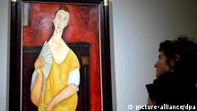 This picture from 2006 shows one of the paintings stolen in Paris: The lady with the fan by Amedeo Modigliani (picture-alliance/dpa)