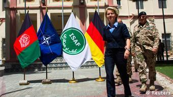 Miniterin von der Leyen mit ISAF-Vizekommandeur Jacobson in Kabul (Foto: Reuters)
