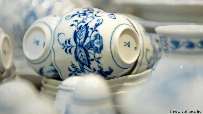 Meissen china, Copyright: Arno Burgi/dpa)