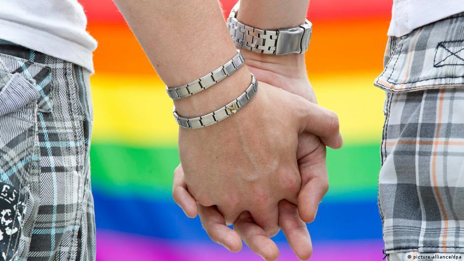 مصر: اعتقال سبعة رجال بتهمة حضور حفل زواج مثليين   DW   07.09.2014