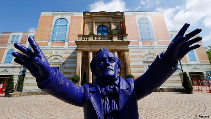 Blue sculpture of Richard Wagner