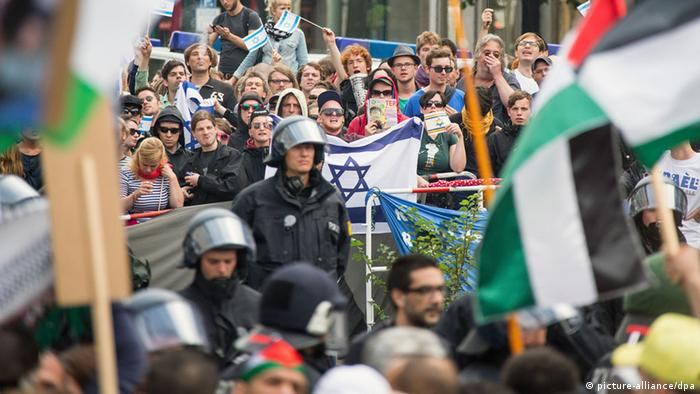 Al-Kuds Berlin Pro-Israel Demonstration 25.07.2014 (picture-alliance/dpa)