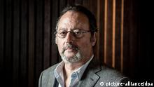 ©PHOTOPQR/LE PARISIEN/Philippe de Poulpiquet - French actor Jean Reno poses for photographer during a close up for a french newspaper in Paris on April 24, 2013. Jean Reno will play the main caracter in a new sitcom in France.