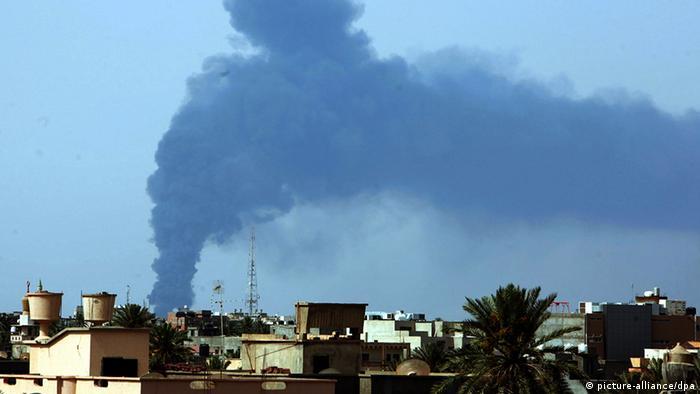 Libyen Treibstofftanks Brand Explosion Rakete Zerstörung Feuer Evakuierung