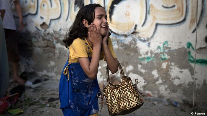 Palästinenser Israel Gaza Mädchen nach Luftangriff in Gaza City