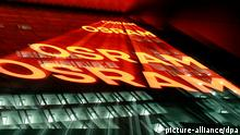 ARCHIV - Die Nachtaufnahme mit Zoomeffekt vom 26.02.2014 zeigt die Zentrale der Firma Osram in München (Bayern). Foto: Rene Ruprecht/dpa (zu dpa-Meldung Osram seit einem Jahr an der Börse - Zwischenbilanz positiv vom 08.07.2014) +++(c) dpa - Bildfunk+++