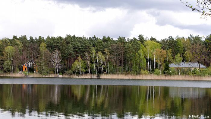 Homes on Wandlitz Lake on the 66 Lakes Trail in Brandenburg, Copyright: DW / K. Sacks