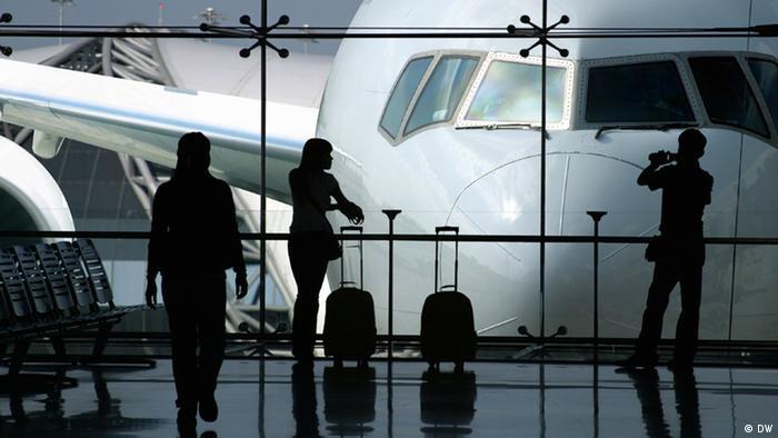 Check-In-Schalter am Flughafen Köln Bonn