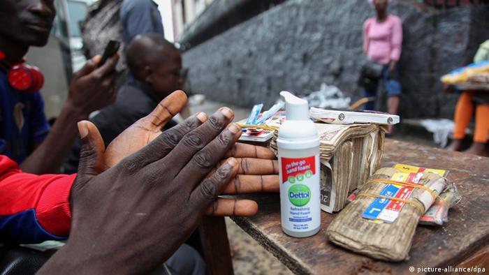 هل ينتقل فيروس الإيبولا إلى دول الاتحاد الأوروبي؟ 0,,17821976_303,00