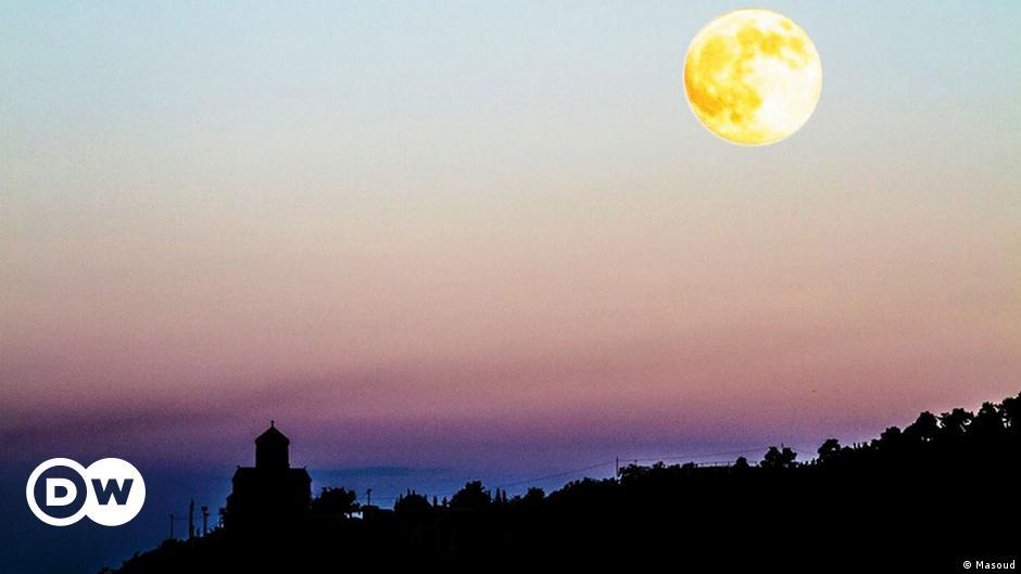 Misteri Mengapa Bulan Tak Sebulat Yang Dilihat Iptek Laporan Seputar Sains Dan Teknologi Dan Lingkungan Dw 31 07 2014