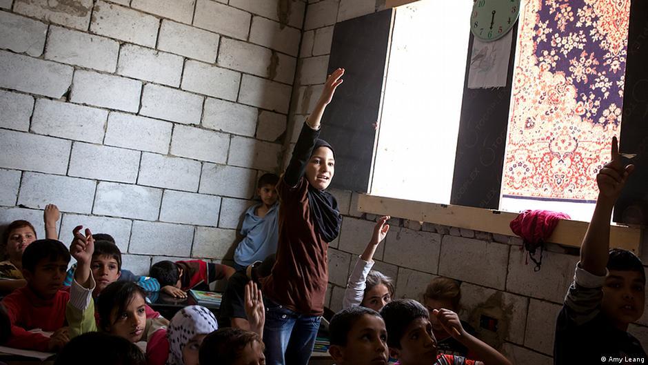 """""""داعش"""" يحرم تلميذ التعليم سوريا 0,,17823661_403,00.j"""