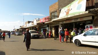 Les inégalités entre Noirs et Blancs persistent dans l'Afrique du sud d'aujourd'hui
