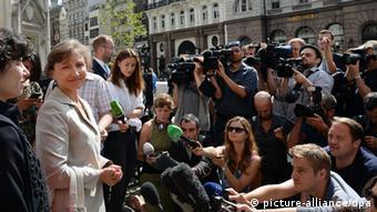 Марина Литвиненко робить заяву перед представниками преси 31 липня у Лондоні