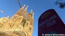 Die Sagrada Familia am 28.01.2013 in Barcelona in Spanien. Mit dem Bau der von Anton Gaudi entworfenen Sühnekirche der Heiligen Familie wurde 1882 begonnnen. Nach jüngsten Prognosen soll er 2026 abgeschlossen sein. Foto: Jens Kalaene