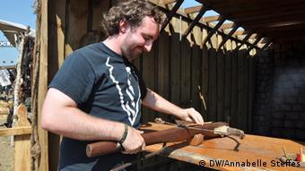Armbrustschießen auf dem Wacken Festival (Foto: Annabelle Steffes/ DW)