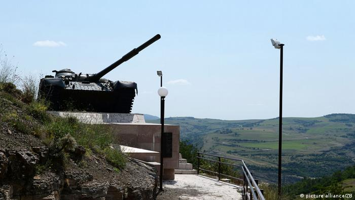 Monument with an Azeri tank seized by Armenian separatists in Nagorny Karabakh. Photo: Jens Kalaene
