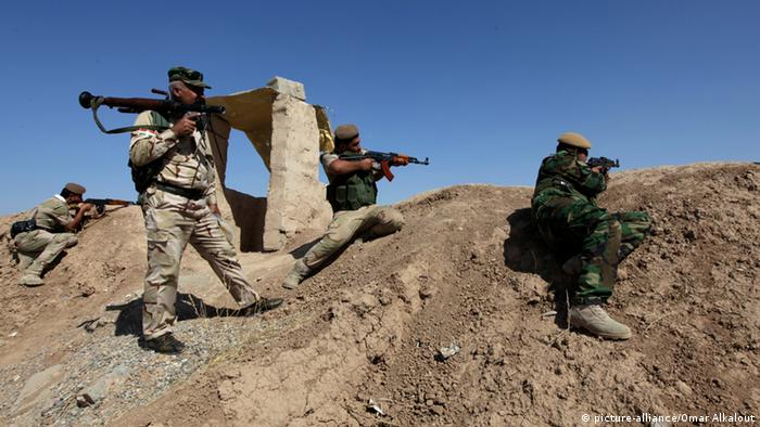 Kurdish peshmerga soldiers take up defensive positions in Iraq