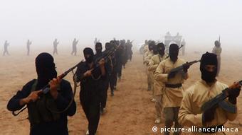 Propagandabild IS-Kämpfer. (Foto: picture-alliance)