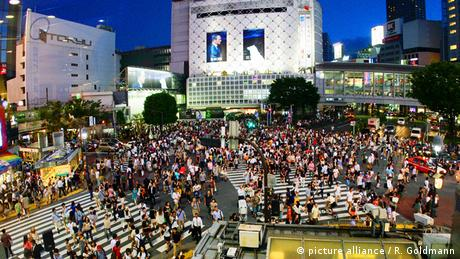 Die Kreuzung Shibuya Crossing in Tokio